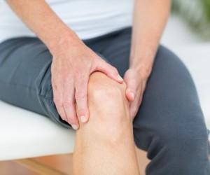 shishka-pod-kolenom